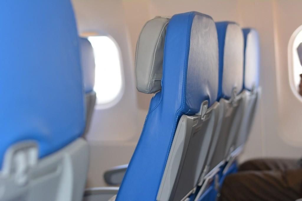 sedili azzurri di un aereo
