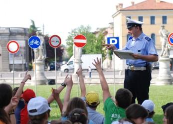 Agente di polizia municipale: al servizio del suo territorio