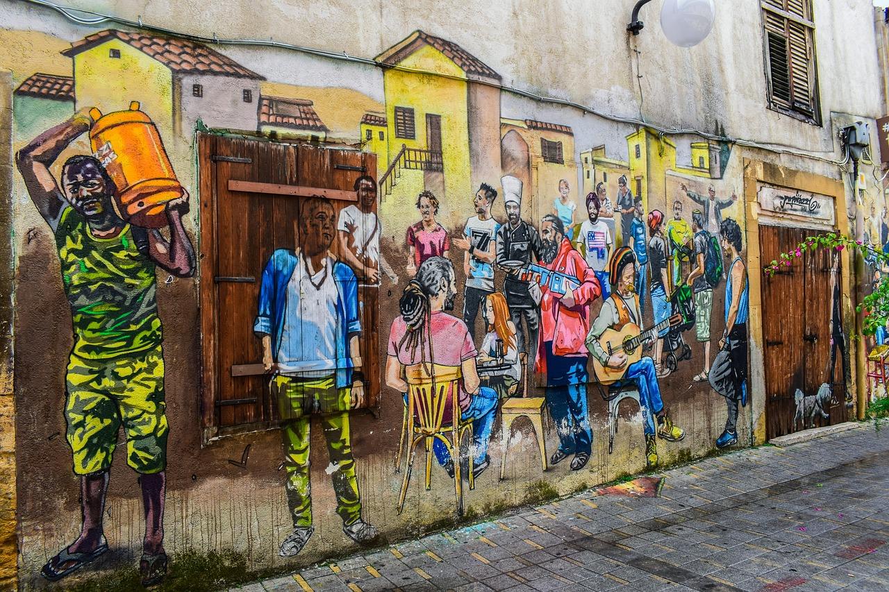 murale raffigurante persone di diverse etnie