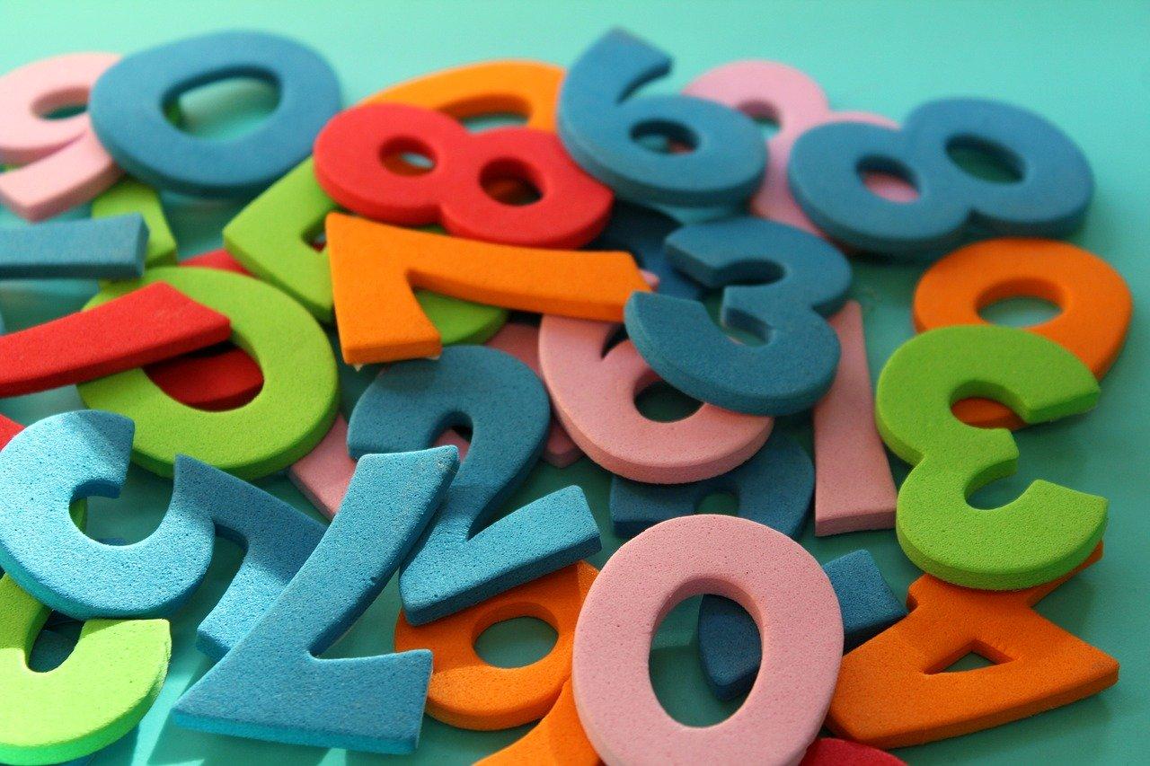 numeri colorati di gomma