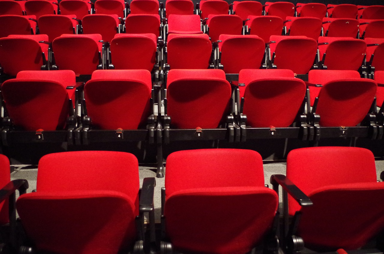 poltroncine rosse di un teatro