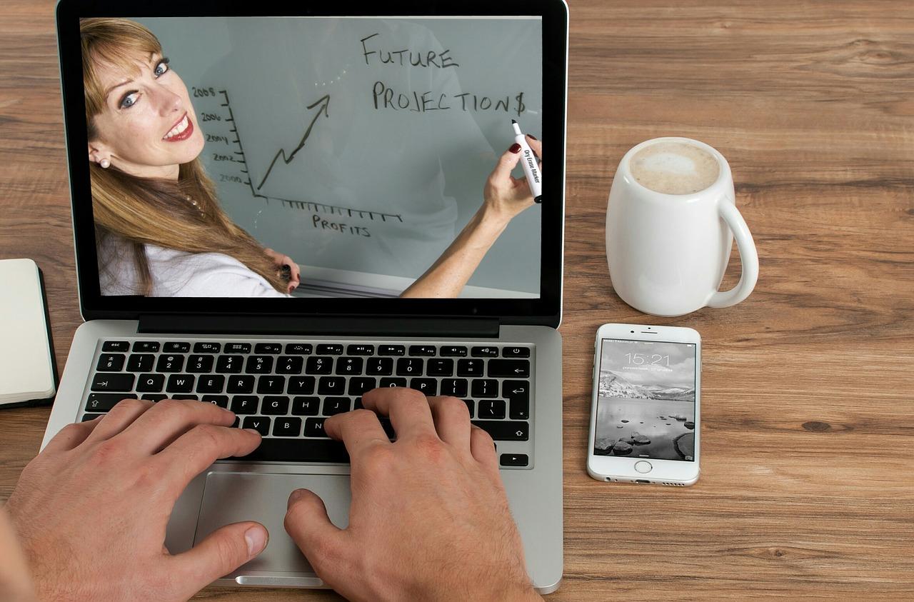 laptop con lezione on line