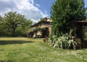 Dieci amici per 10 giorni in una villa nella campagna toscana