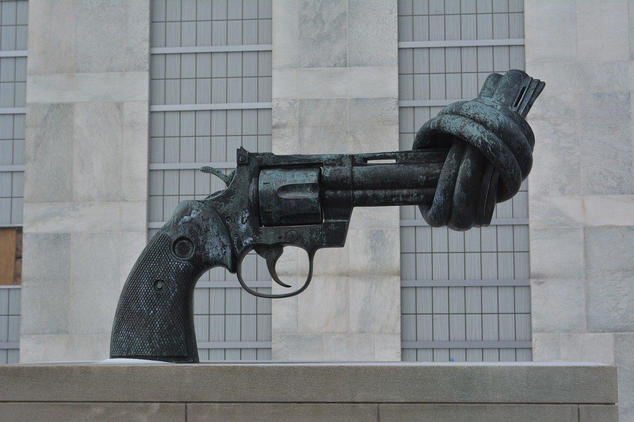 pistola delle nazioni unite