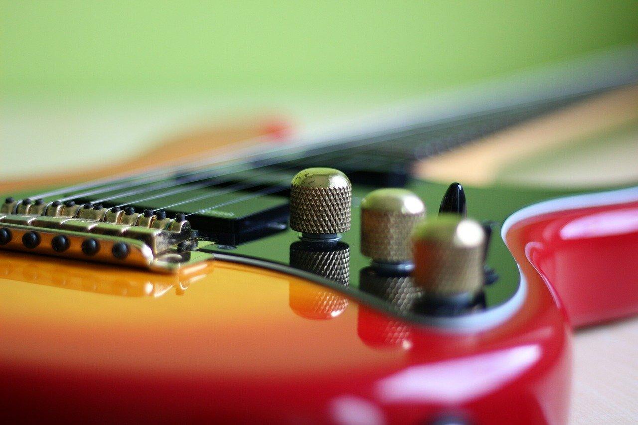 chitarra elettrica in primo piano