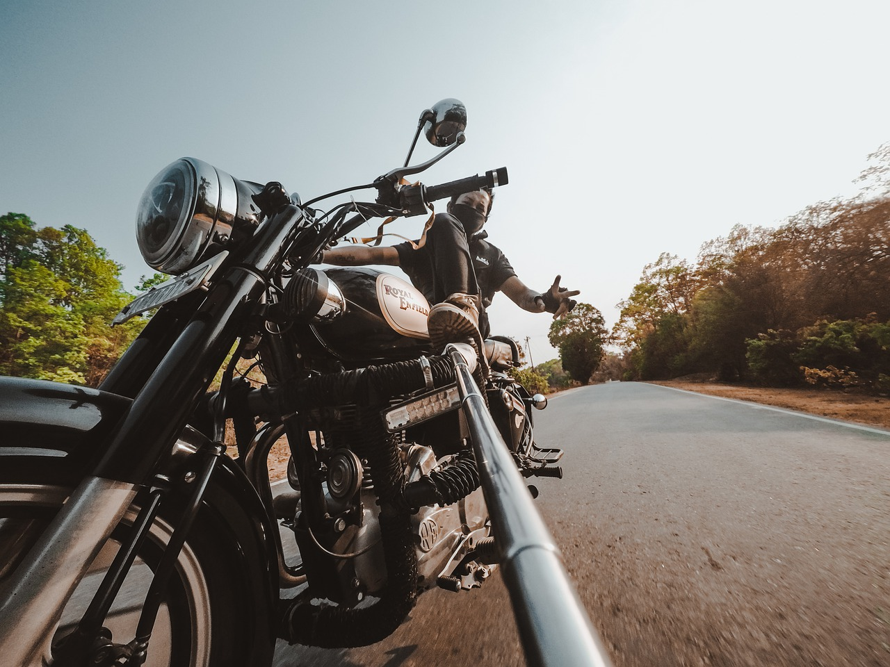 selfie in strada con moto