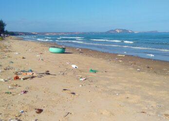 Cambiamo rotta alla plastica che finisce in mare fiumi e laghi
