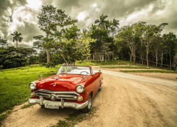 Progetta il character design dell'automobilismo storico