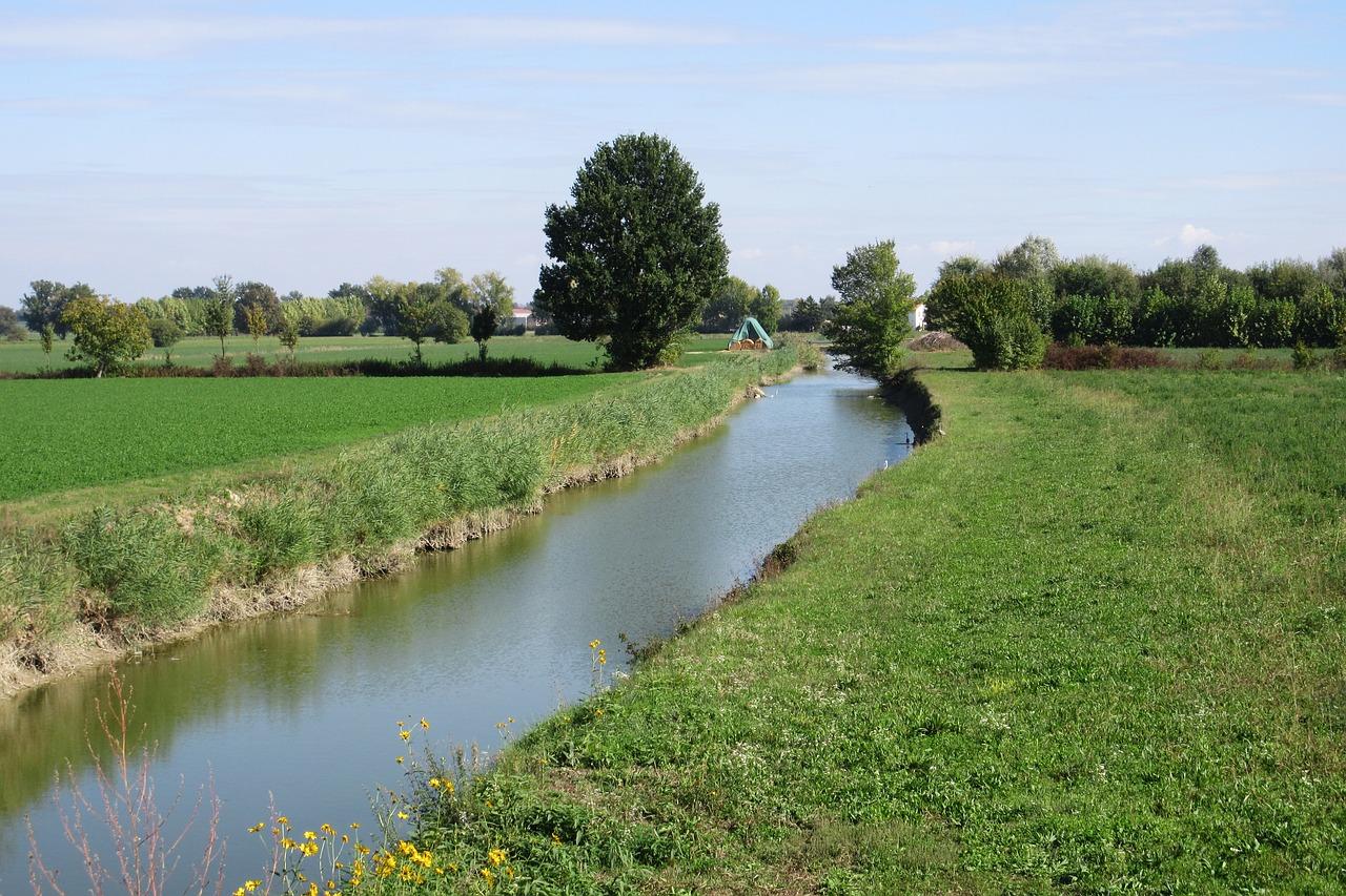 canale di campagna per l'irrigazione