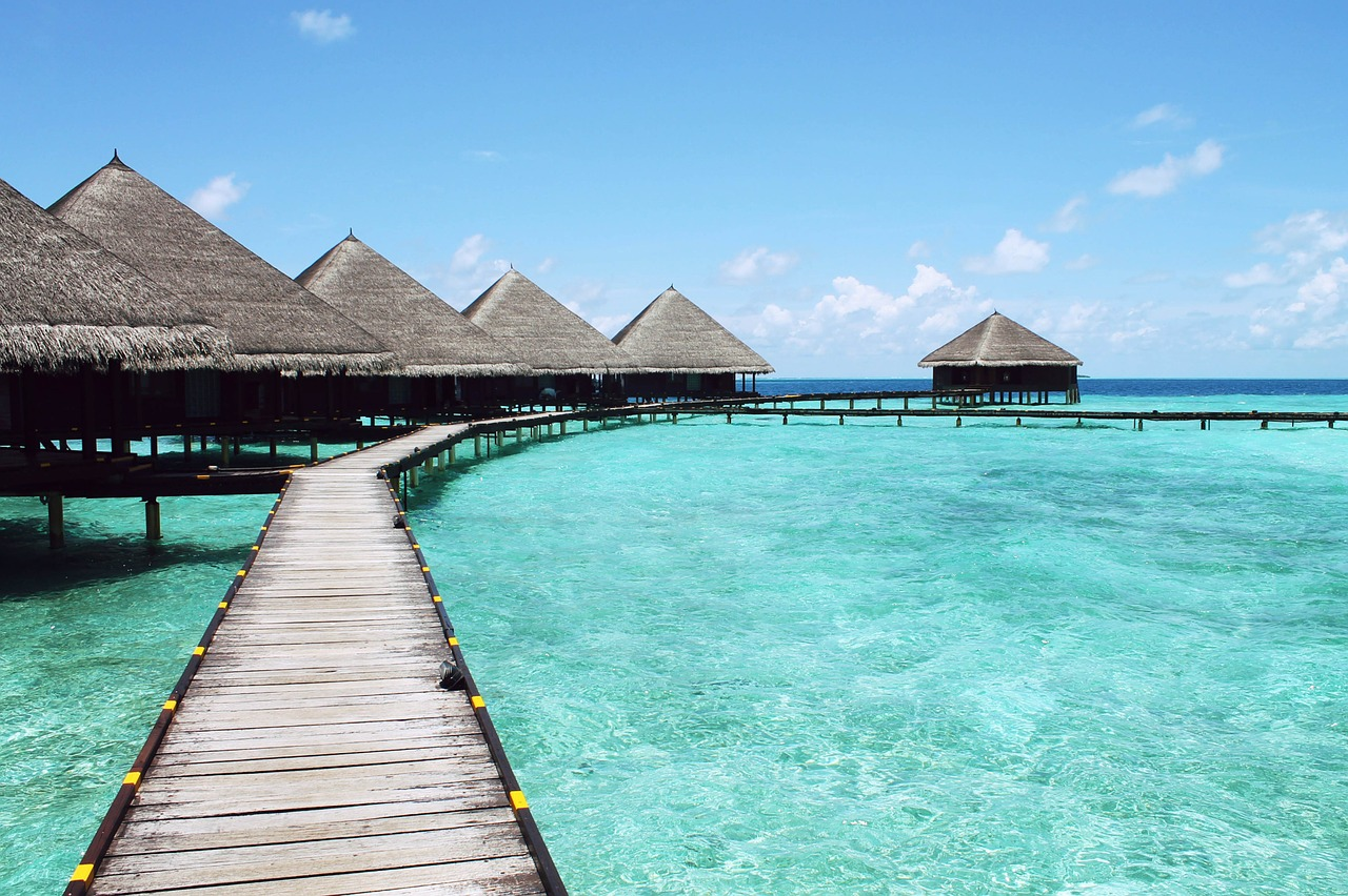 resort di capanne sull'acqua ai caraibi