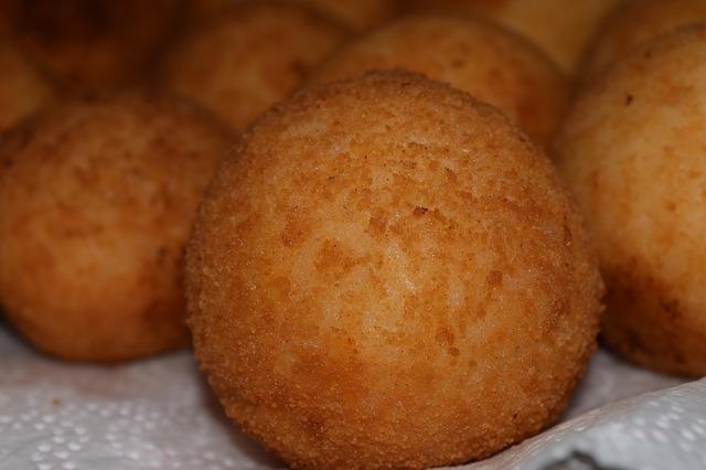 https://pixabay.com/it/photos/fried-mangiare-fritto-alimentari-1608305/