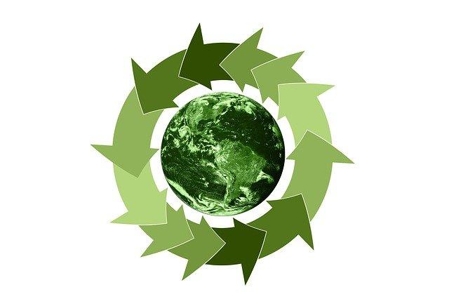 grafica che rappresenta pianeta verde e simbolo economia del riciclo