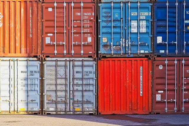 container colorati impilati