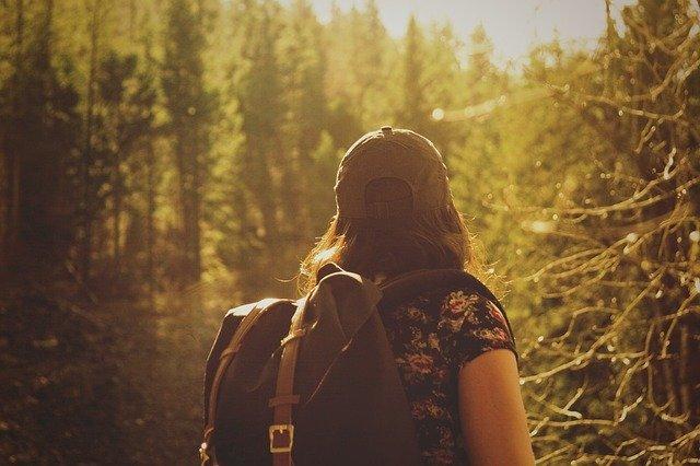escursionista nel bosco