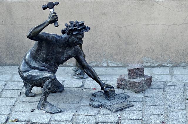 monumento in bronzo al muratore